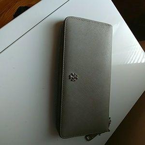 Handbags - Tory Burch hand wallet zipper leather